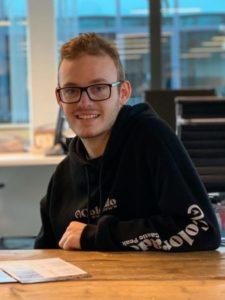 Wesley Ruijsbroek op kantoor bij Telecomlijn
